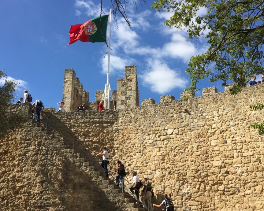 Castelo de São Jorge, lugar imperdível para visitar em Lisboa com afamília